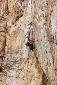 The first pitch of Llagartu verde 6a