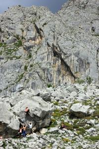 Lots of boulders in an impressive setting!! Placas del sol behind..