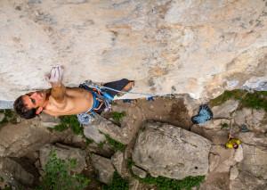 Escalada en la joya de Cicera. Carlos Cué en Plataforma, 7c. Climbing at the brilliant Cicera.