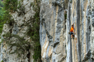 The upper crag has so many great wall climbs, this time it's Orujo de Liébana, 7c