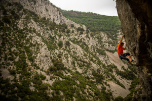 Another view of the lower crag, this time a super cool 7a, Corbatas de Unquera.