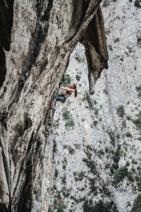 Caroline Ciavaldini en los ultimos pasos de Geyperman, 7c+. The last part of the 35m Geyperman on the right wall...