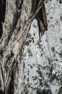 Caroline Ciavaldini en los ultimos pasos de Geyperman, 7c+. The last part of the 35m Geyperman on the right wall...